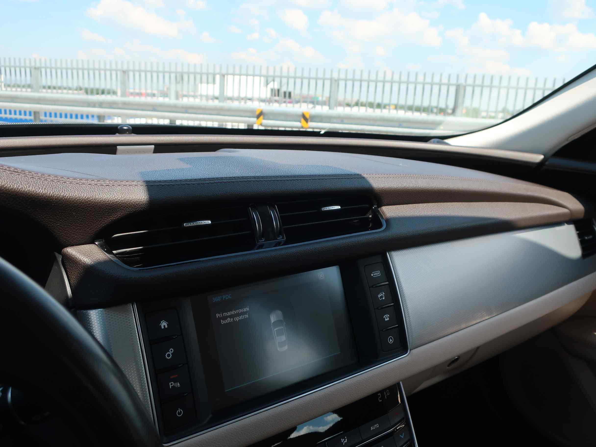 Jaguar XF 2.0D I4 E-Performance Prestige AT